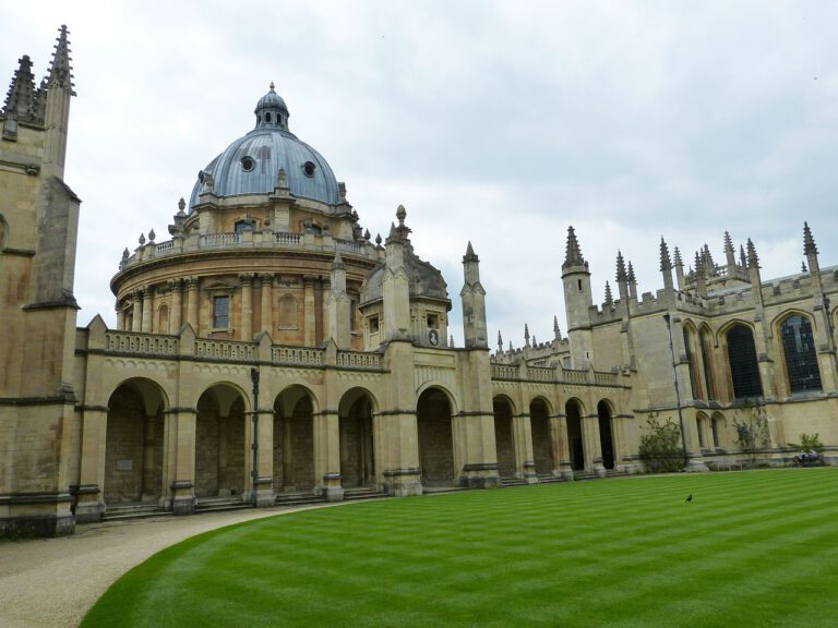 Oxford w Anglii – jak zaplanować podróż i zwiedzić słynne miasto